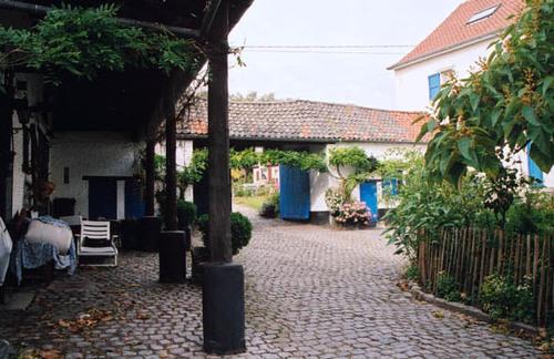 Sint-Pieters-Leeuw Pepingensesteenweg 229/2, Brabantsebaan 124
