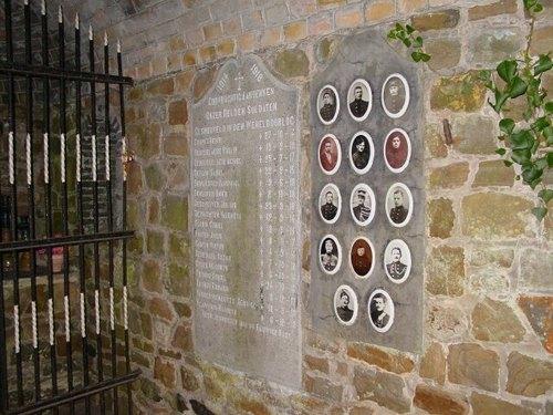 Diksmuide Vladslostraat zonder nummer - gedenkkapel gedenkplaat