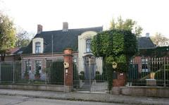 Herenhuis Hof ten Damme met tuin