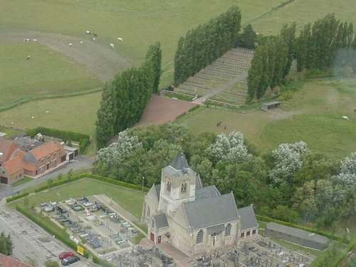 Parochiekerk Sint-Laurentius en Belgische militaire begraafplaats Steenkerke