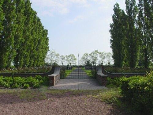 Steenkerke: Belgische Begraafplaats: Ingang