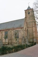 Parochiekerk Sint-Laurentius met kerkhof