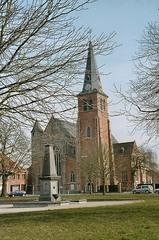 Parochiekerk Onze-Lieve-Vrouw Hemelvaart en kerkhof