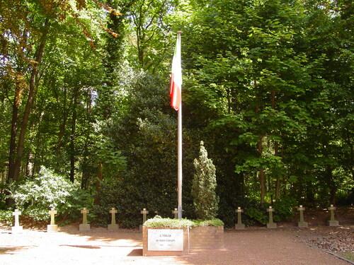 Houthulst: Belgische Begraafplaats: Italiaanse vlag met Italiaans perk