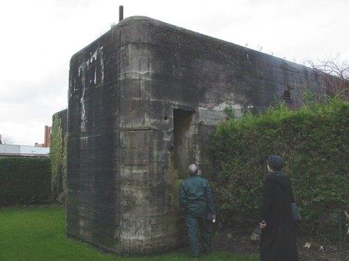 Diksmuide: Duitse transmissiebunker WOII Gasthuisstr: kant met trap