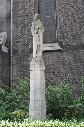 Antwerpen Koxplein zonder nummer Mariabeeld bij kerk
