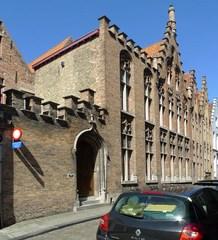 Gebouwencomplex met burgerhuizen en restant stadsomwalling