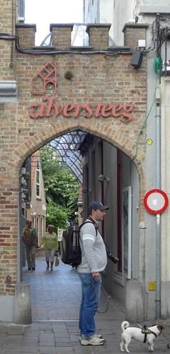 Brugge Zuidzandstraat zonder nummer Winkelgalerij De Zilversteeg en beeld De Meyboom