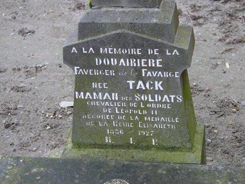 Nieuwkapelle: Graf Madame Tack: detail