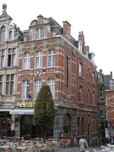 Leuven Oude Markt 45, Drie-Engelenberg 1