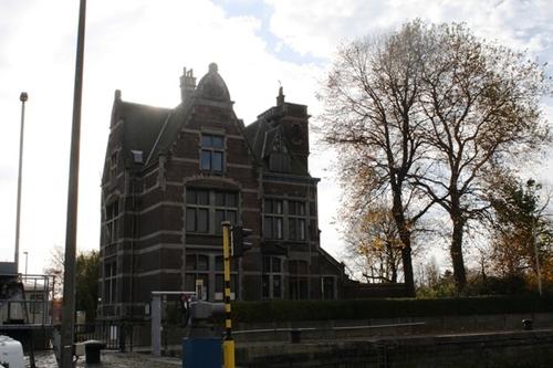 Antwerpen Royerssluis zonder nummer Sluismeesterswoning