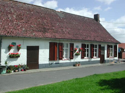Historische hoeve, woonhuis en hondenhok