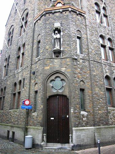 Halle Volpestraat 25, Nieuwstraat 13