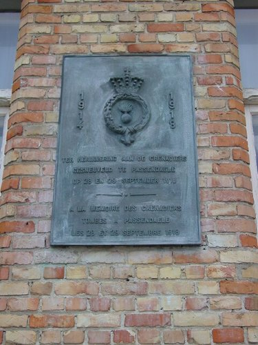 Passendale: Passendaleplaats: Gedenkplaat Grenadiers 28-29.09.1918