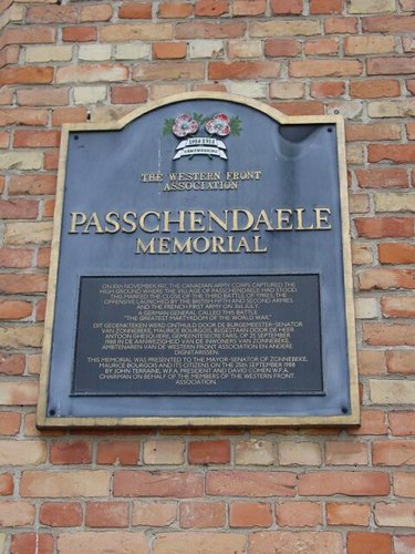 Passendale: Passendaleplaats: Gedenkplaat Western Front Association