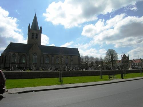 Heuvelland Nieuwkerke Markt 80 Onze-Lieve-Vrouwkerk en kerkhof