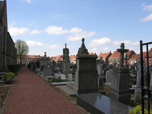 Heuvelland Nieuwkerke Markt 80 kerkhof