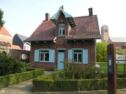 Zonnebeke Ieperstraat 5-7 kasteeldomein portierswoning