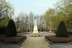 Franse militaire begraafplaats Ossuaire en gedenkzuil Den Engel