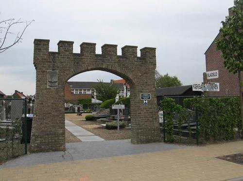 Koekelare Bovekerkestraat zonder nummer kerkhofpoort bij de Sint-Gertrudiskerk