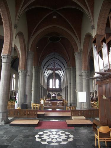 Koekelare Concertplein zonder nummer interieur van de parochiekerk Sint-Martinus