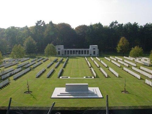 Zonnebeke: Buttes New British Cemetery: overzichtsfoto