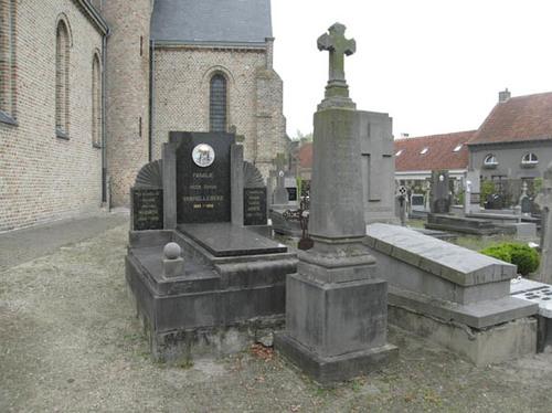 Koekelare Sint Andriesstraat zonder nummer begraafplaats