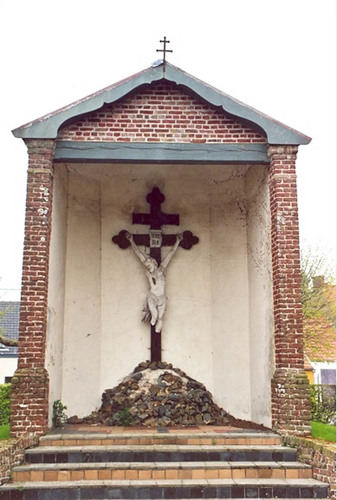 Koekelare Sint Andriesstraat zonder nummer calvarire op het kerkhof van de Sint-Andrieskerk