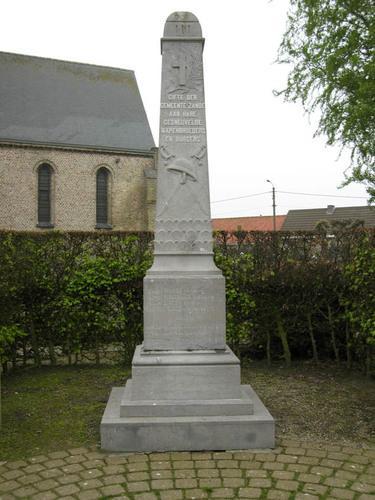 Koekelare Sint Andriesstraat zonder nummer oorlogsgedenkteken op het kerkhof bij de Sint-Andreaskerk