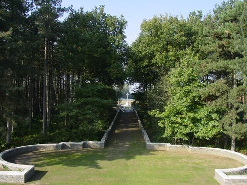 Zonnebeke: Polygon Wood Cemetery: Cross of Sacrifice