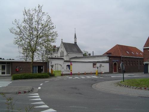Izegem Leenstraat 108 Complex: basisschool Heilige Familie, klooster, parochiaaal centrum