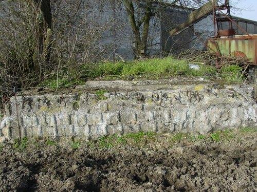 Beselare: Wervikstraat: Duitse bunker: voormuur