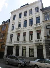 Neoclassicistische meergezinswoning met werkhuis