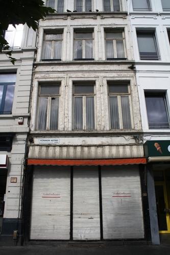 Antwerpen Koningin Astridplein 36 Gelijkvloers en twee verdiepingen