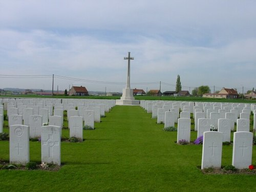 St-Juliaan: Dochy Farm New British Cemetery: Cross of Sacrifice