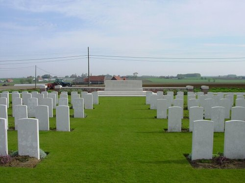 St-Juliaan: Dochy Farm New British Cemetery: Stone of Remembrance