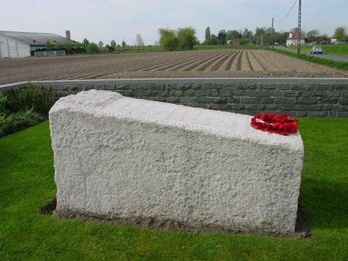 Langemark: Monument Monmouthshire: Zijkant
