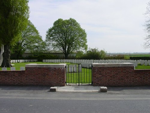 St Julien Dressing Station Cemetery: Voorkant