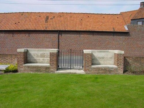 St. Julien Dressing Station Cemetery: Ingang