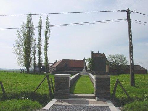 Langemark: Bridge House Cemetery: Ingang