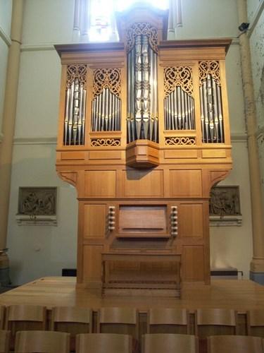 Roeselare de Coninckplein zonder nummer koororgel (klein) in de Sint-Amanduskerk