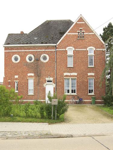 Hulshout Mgr. Raeymaekersstraat 15-17