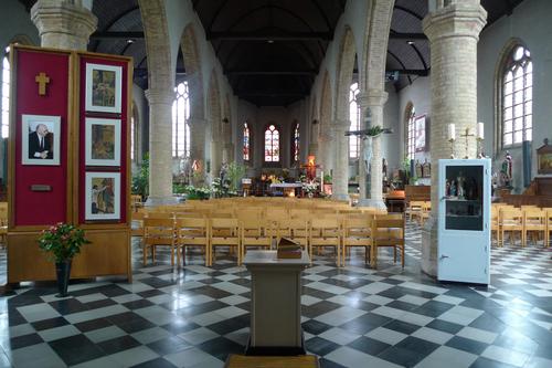 Ieper Zuidschote-Dorp zonder nummer Interieur van de parochiekerk Sint-Leonardus