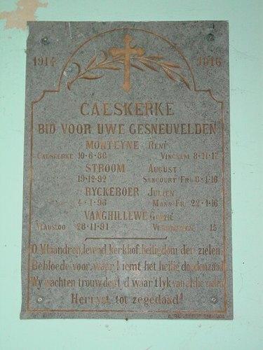 Kaaskerke: Kerk: Gedenkplaat militaire slachtoffers