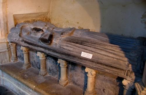 Leuven Mathieu de Layensplein zonder nummer graf Mathilde van Bourgondië en Maria van Brabant