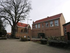 Klooster met schoolgebouwen