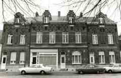 Vier woningen met dakvenster