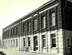 Kantoorgebouw van de keramiekfabriek