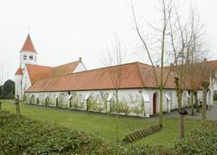 Ensemble van Dominicanenkerk, pandgang en pastorie