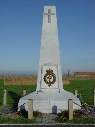 Stuivekenskerke: IJzerdijk: Gedenkzuil Grenadiers